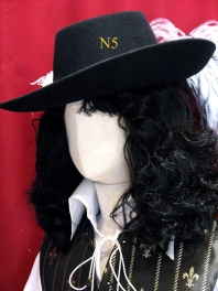 WIG OF MUSKETEER - XVII