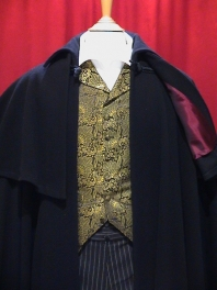 THE WOOLLEN BLACK VENETIAN CAPE